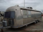 A big vintage Air Stream on it's way for renovation... - click to enlarge